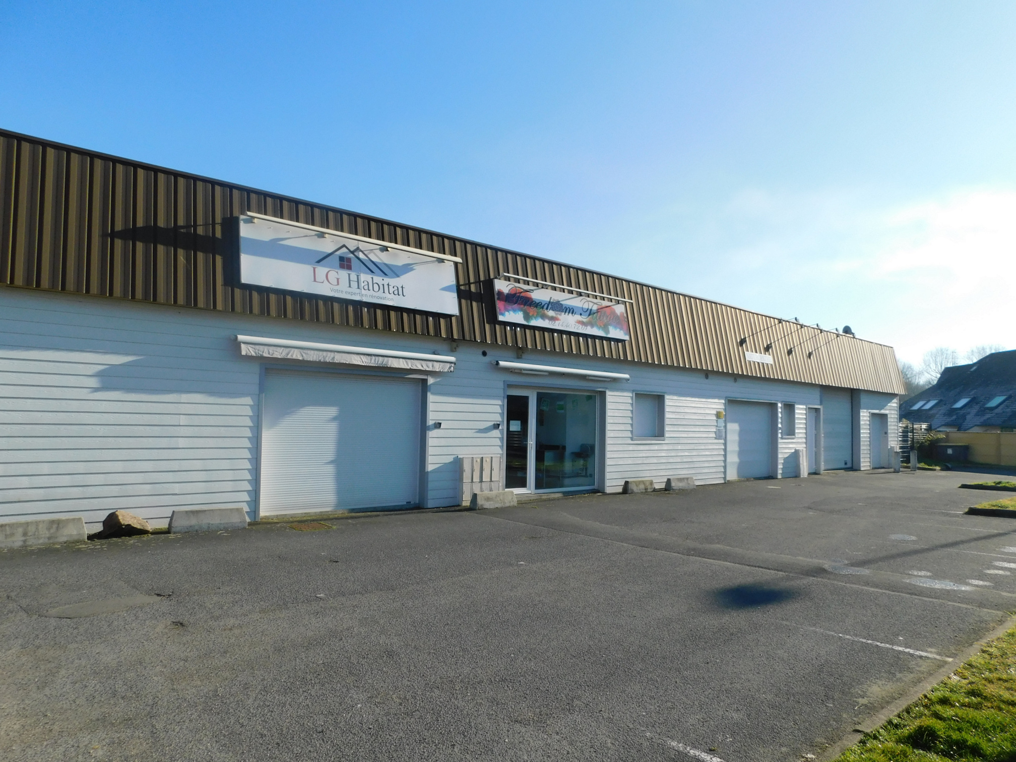 BENOUVILLE LOCAL COMMERCIAL 400 M2