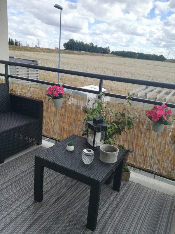 BUS DE VILLE T3 de 78 m2 env  balcons, garage et p