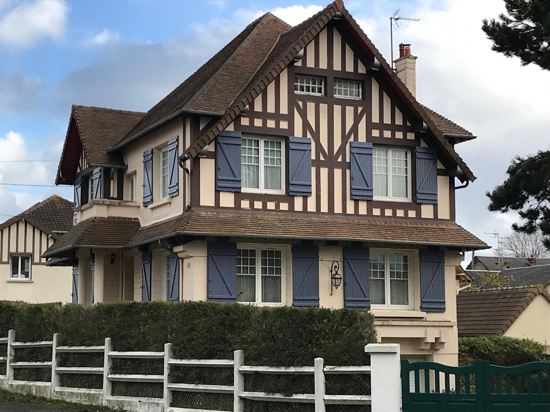 Villa anglo normande idéalement située